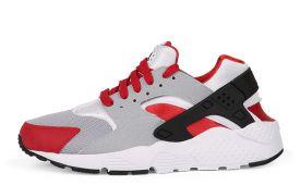 Sneakers vind je via The Sneaker